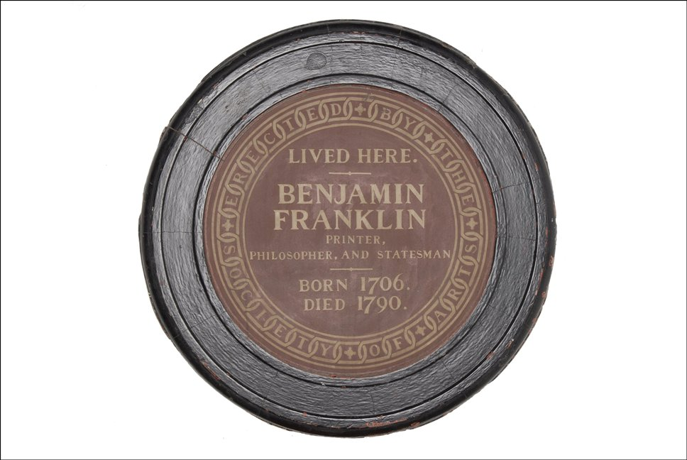 Plaque reading 'Benjamin Franklin lived here - printer, philosopher, and statesman. Born 1706. Died 1790.'